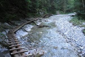 Lávky popri Bielom potoku.