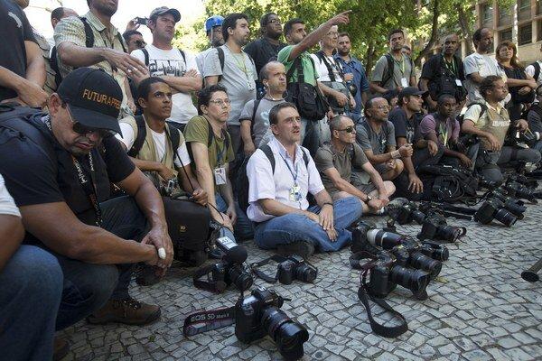 Novinári sú pod tlakom vlád niekedy ako teroristi, píšu Reportéri bez hraníc.