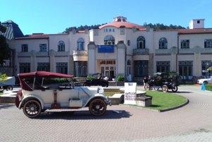 Historické vozidlá na Kúpeľnom ostrove v Piešťanoch.