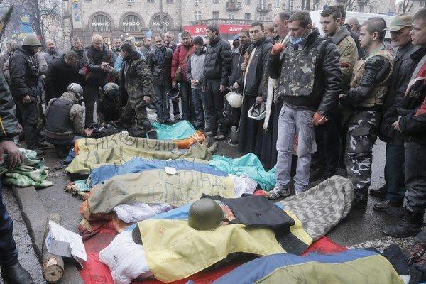 Telá zastrelených demonštrantov.