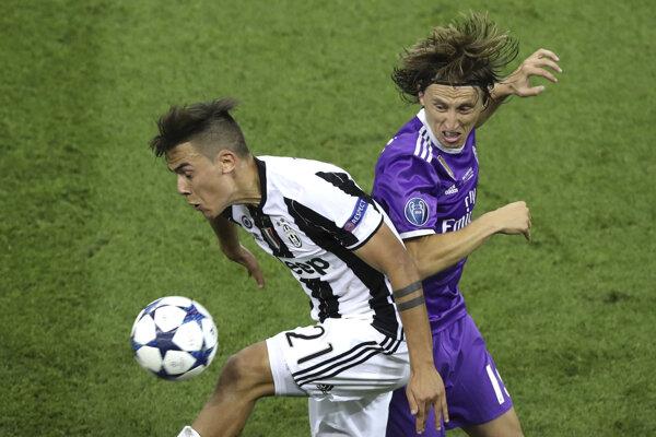 Luka Modrič (vpravo) si v drese Realu Madrid zahral aj vo finále Ligy majstrov a po víťazstve nad Juventusom sa napokon tešil i z trofeje.