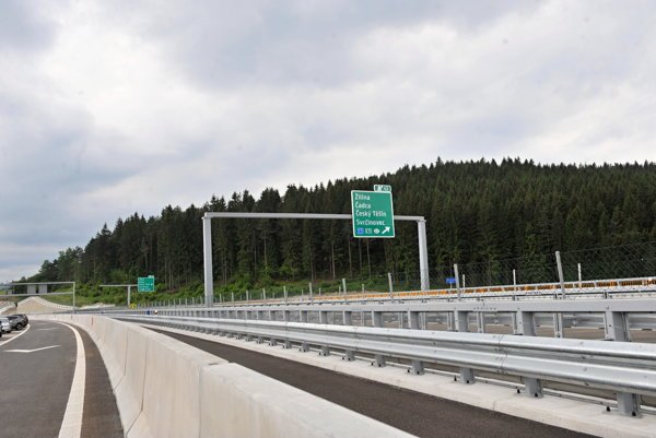 Štát otvoril úsek diaľnice D3 na Kysuciach.