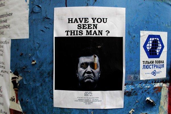 Videli ste tohto muža? Zosadený Viktor Janukovyč sa nachádza na neznámom mieste.