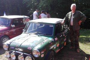 Štefan Bollo so svojím veteránom z roku 1964.