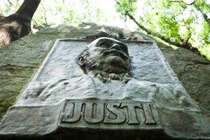 Pamätník Henriho Justiho, bývalého starostu mesta, ktorý sa zaslúžil o založenie mestského parku.