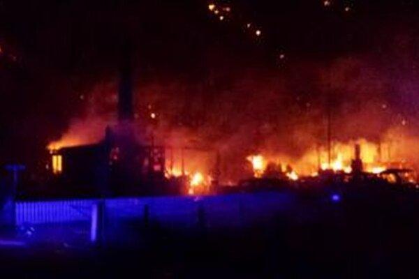 Požiar v dedine Lardalsoyri.