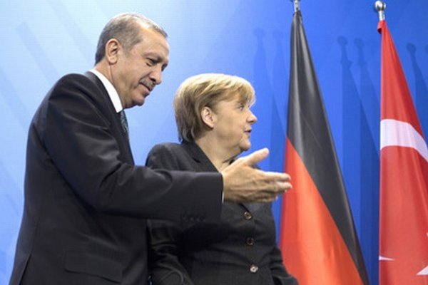 Turecký premiér Erdogan a nemecká kancelárka Merkelová.