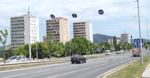 Počas rozkopávok bude niekoľko týždňov obmedzená doprava na Hviezdoslavovej triede.