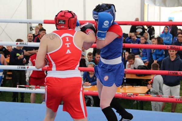 Turnaj prebieha v troch ringoch. Všade je výborná atmosféra.