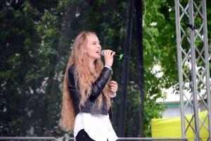 Speváčka Rebecca Abrman z Gymnázia Mikuláša Galandu T.Teplice.