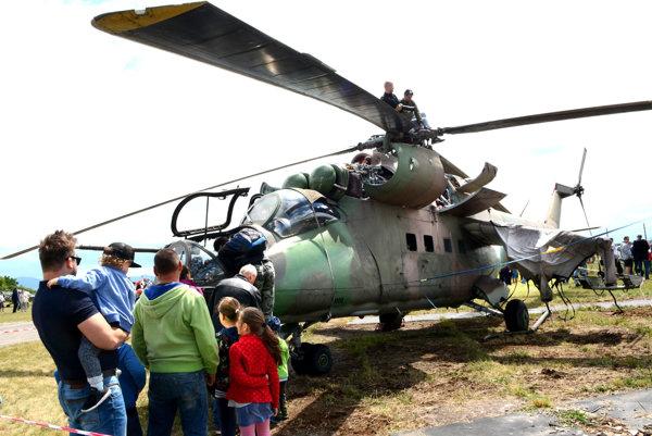 Preliezačka pre budúcich pilotov. Bojový vrtuľník je súčasť expozície Leteckého múzea.