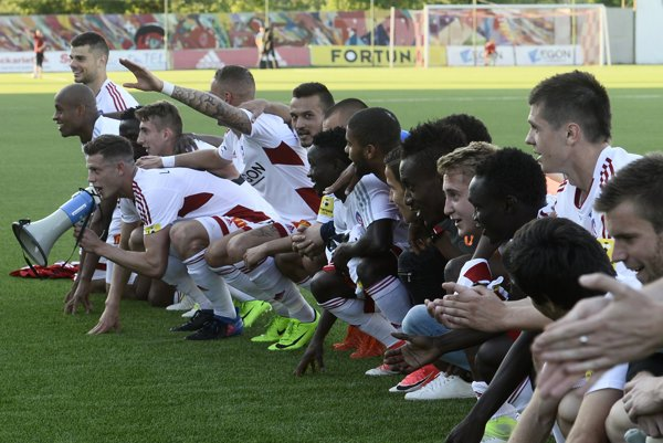 Futbalisti Trenčína po poslednom zápase minulej sezóny.