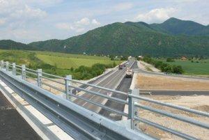 Plánovaná trasa diaľnice cez Turiec sa všetkým nepáči.