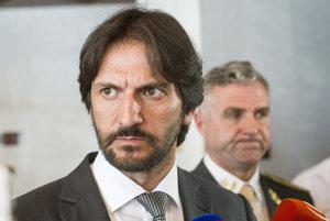 Minister Kaliňák a policajný šéf Gašpar po rokovaní výboru.