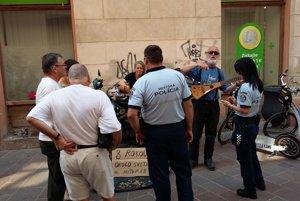 Slovenským policajným pokynom, aby odišli, fínsko-španielsky pár vôbec nerozumel.