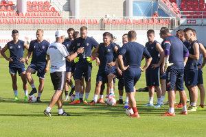 Futbalistov FC ViOn čaká v tomto týždni nabitý program.