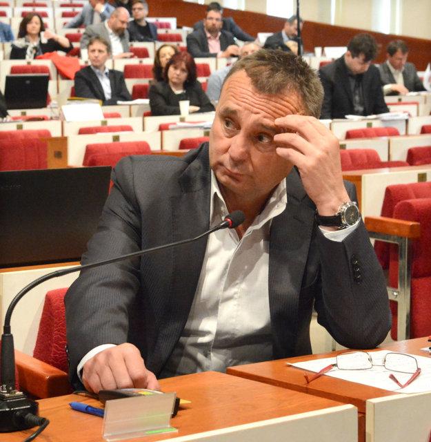 Poslanec Sidor na jednom z mestských zastupiteľstiev.