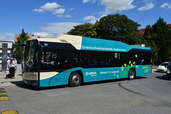 Elektrobus mestskej autobusovej dopravy v Šali.