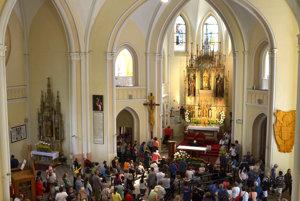 Veriaci v Bazilike Navštívenia Panny Márie na Mariánskej hore počas Levočskej púte 2017.
