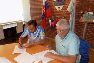Skúsený záložník podpísal kontrakt na dva roky.
