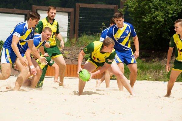 Takto to vyzeralo na plážovom rugby v Žiline minulý rok.
