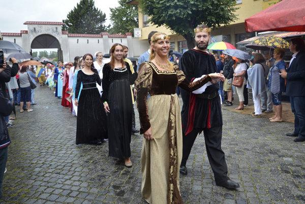 Festival tradične otvára sprievod mestom.