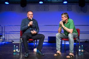 Prezident Andrej Kiska prišiel na festival Pohoda diskutovať s novinárom Štefanom Hríbom.