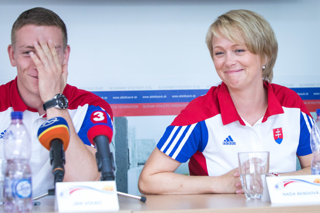 Ján Volko so svojou trénerkou Naďou Bendovou pred odletom na ME.