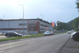 Téma chodníka do firiem priemyselného parku je opäť na začiatku.