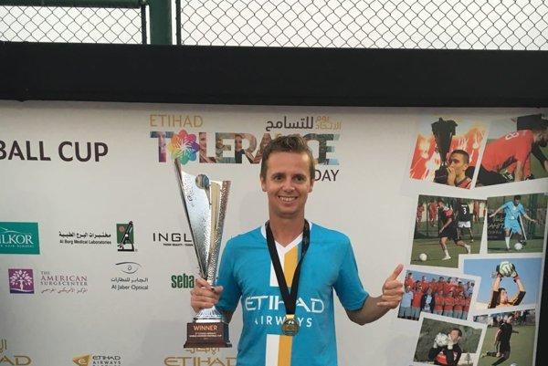 Stanislav Moravčík s víťaznou trofejou.