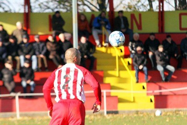 Futbalisti v oblasti sa zapoja do Pohára ObFZ. Všetkých 70 klubov dospelých.