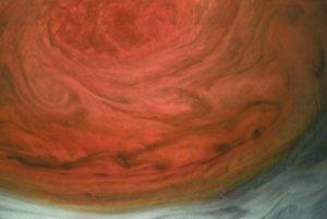 Odhaduje sa, že búrka sa na Jupiteri vyskytuje nepretržite už 350 rokov.