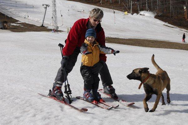 Vo väčšine stredísk na hornej Nitre už lyžovanie možné nie je.
