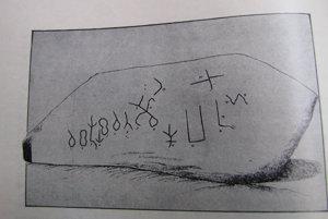 Prepis nápisu z nájdeného kameňa.