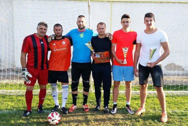 Zľava brankári a traja najlepší exekútori: Roman Palovčík, Marek Drgoňa, Vladimír Vojtek, Miloš Husár, Marek Fábry a Andrej Ďuriš.