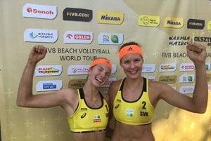 Andrea Štrbová (vľavo) a Natália Dubovcová sa tešili z postupu.