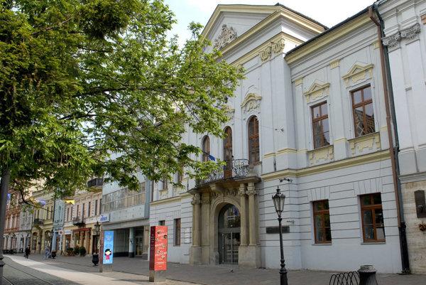 Rekonštruovať sa má aj strecha nad východným uličným krídlom Východoslovenskej galérie na Hlavnej ulici.