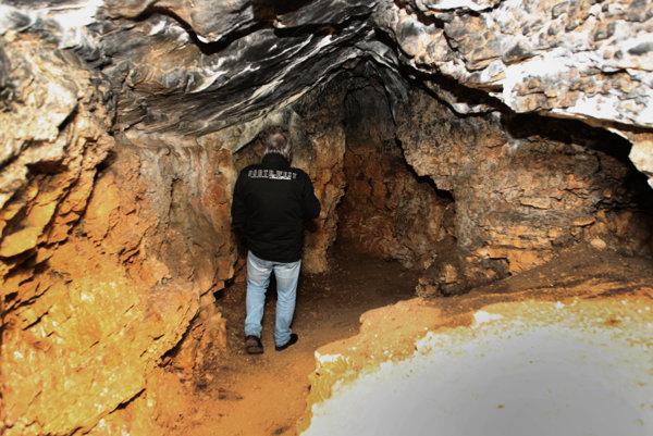Podľa odborníkov patrí jaskyňa k najznámejším puklinovo-riečnym jaskyniam v Kostoliansko-lehotskom krase, pričom sa tiahne asi 44 metrov vodorovne vo vápencovom masíve. Jej výzdobu tvoria skrasovatené pukliny a sintrová výplň.