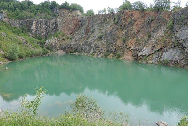 Prírodné jazero Beňatina.