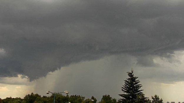 Búrka za Popradom o 13.00 hod.