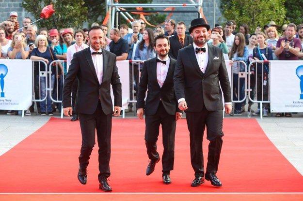 Ondrej Kandráč a bratia Táslerovci. Páni sú autormi soundtracku k filmu.