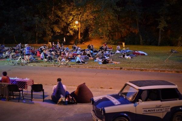 Líščie údolie je obľúbeným miestom oddychu, v lete sa tu premietajú aj filmy.