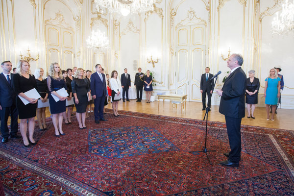 Prezident Andrej Kiska (vpravo) počas menovania sudcov bez časového obmedzenia.
