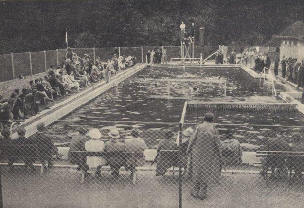 Plavecké preteky v kúpeľoch Štós.