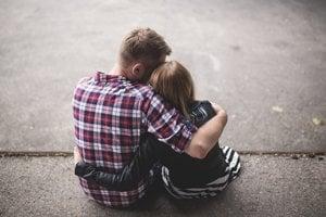Problémy s intimitou môžu spôsobovať lieky, aj trauma z minulosti.