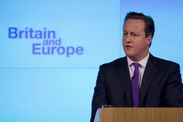 Premiér Cameron prisľúbil, že v prípade víťazstva vo voľbách v roku 2015 usporiada referendum o zotrvaní v EÚ.