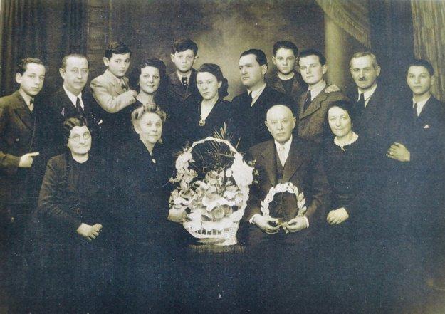 Rodina Viktora Schwarza. Po vojne sa vrátil do Košíc, avšak nenašiel tam ani jedného zo svojich 56 príbuzných.