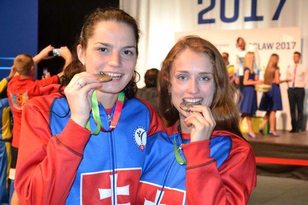 Veronika Cmárová (vľavo) a Monika Chochíková.