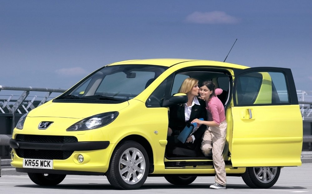 Za najmenšie MPV sa v Európe dodnes považuje Peugeot 1007 s odsúvacím párom dverí.