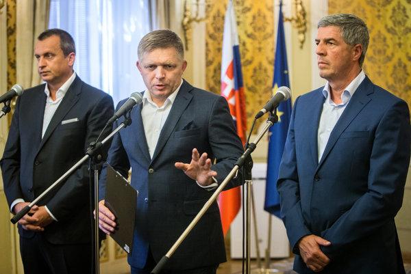 Andrej Danko (vľavo), premiér Robert Fico a Béla Bugár.